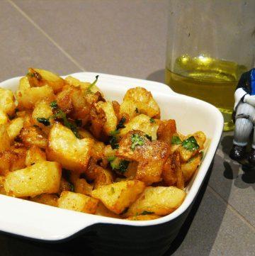 Batata Harra (Spicy Lebanese Potatoes) - thespiceadventuress.com
