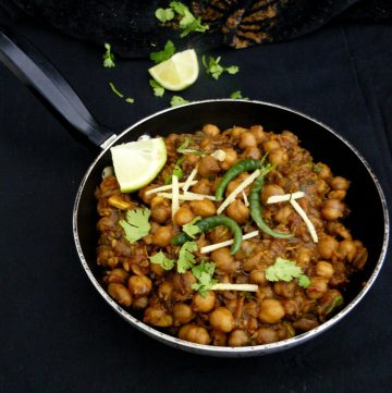 Pindi Chole (Indian style Chickpeas spiced with Cumin and Pomegranate Seeds) - thespiceadventuress.com