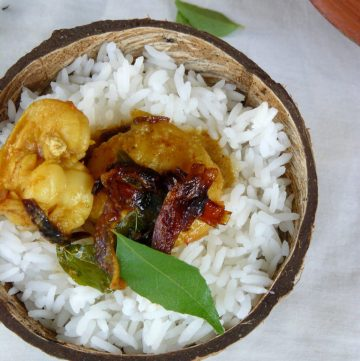 Chemeen Theeyal (Spicy Prawn Coconut Curry) - thespiceadventuress.com