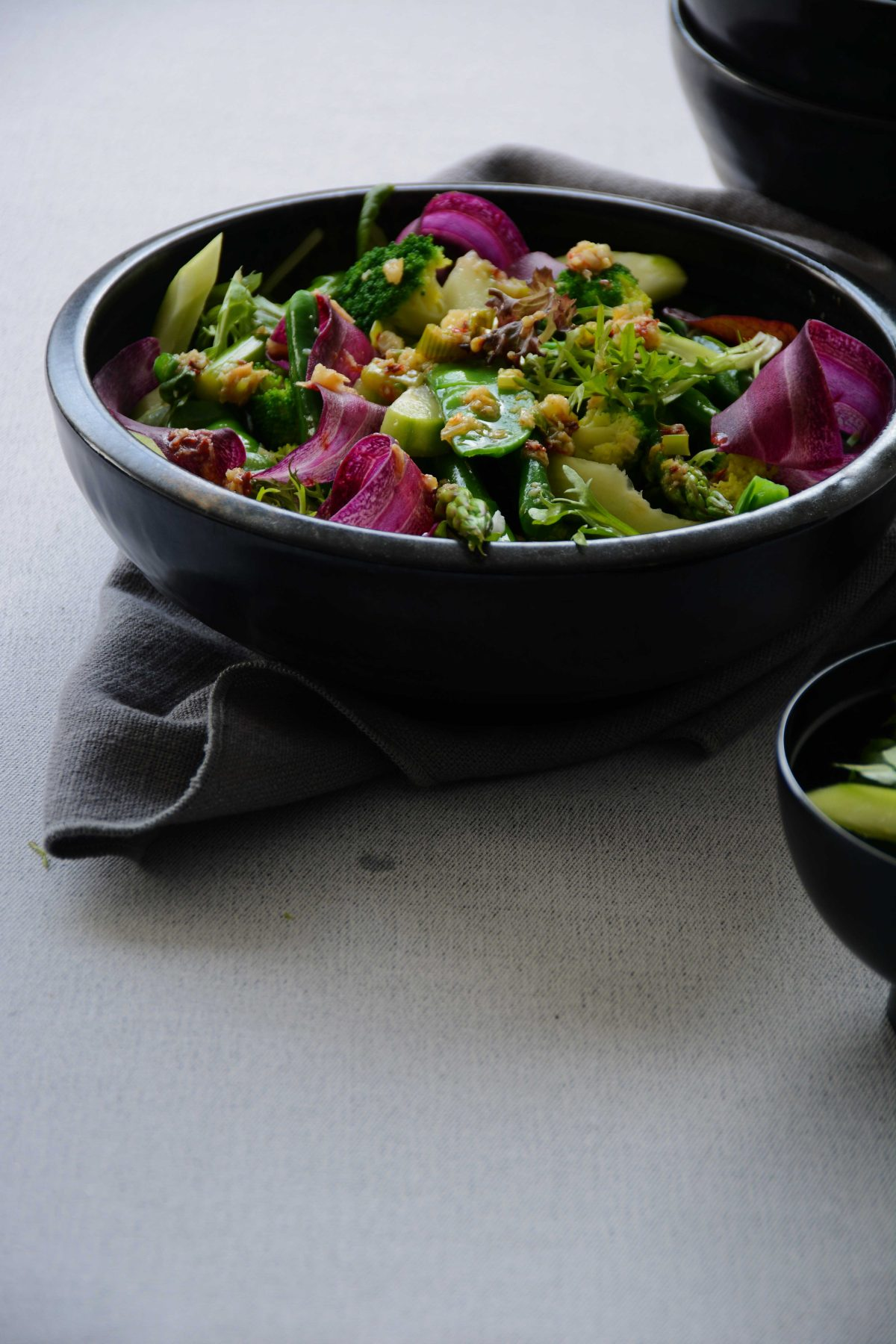 Spicy Green Salad - a hint of spice for a ton of flavour - thespiceadventuress.com