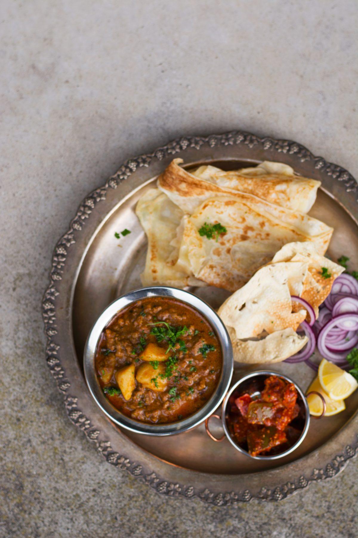 Aloo Kheema Masala (Indian style Potato and Lamb MInce Curry) - thespiceadventuress.com