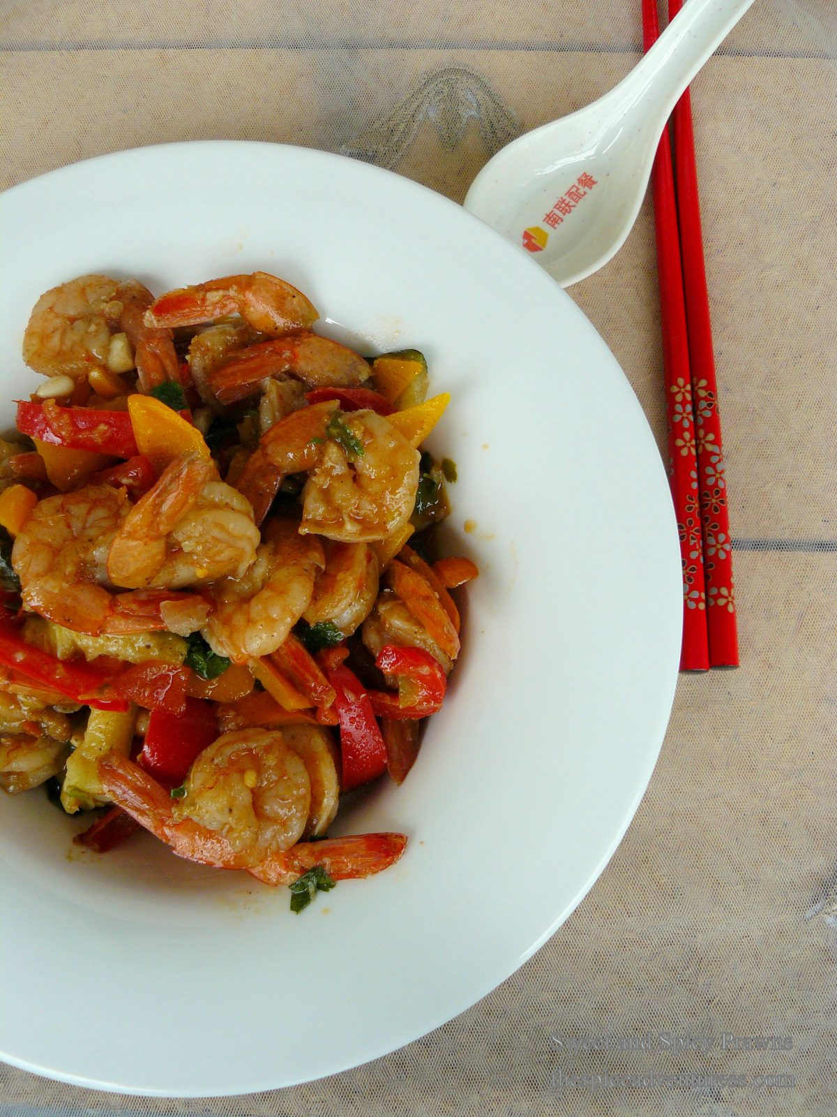Sweet and Spicy Prawns - a quick and delicious stir fry in under 30 minutes - thespiceadventuress.com