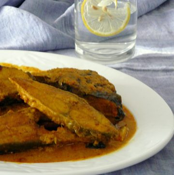 Maccher Korma (Bengali style Fish Curry with Yoghurt and Spices) - thespiceadventuress.com