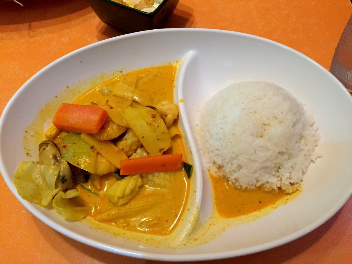 Red curry rice (seafood)