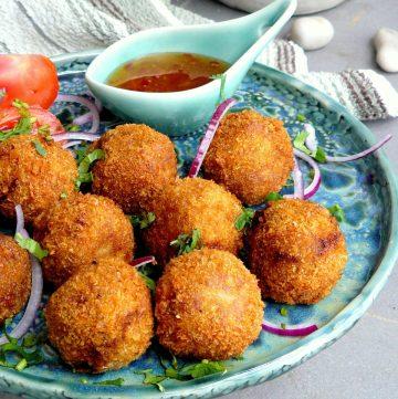 Maccher Chop (Bengali style Fish Croquettes) - thespiceadventuress.com