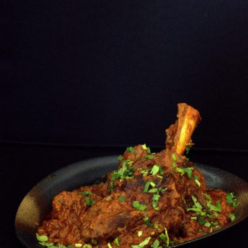 Nalli Gosht (Lamb Shanks simmered in yoghurt and spices) - thespiceadventuress.com