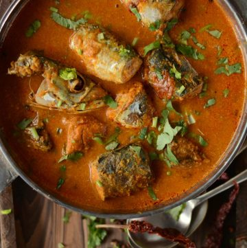 Maharashtrian Bangdyache Ambat Kalwan (Spicy Mackerel Curry with Coconut and Tamarind) - a traditional seafood preparation from Maharashtra, India - thespiceadventuress.com