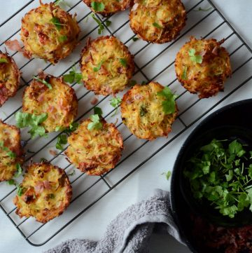 Hashbrown Muffins with Ham, Cheese and Sundried Tomatoes - a savoury kid friendly snack perfect for lunch boxes and parties alike - thespiceadventuress.com