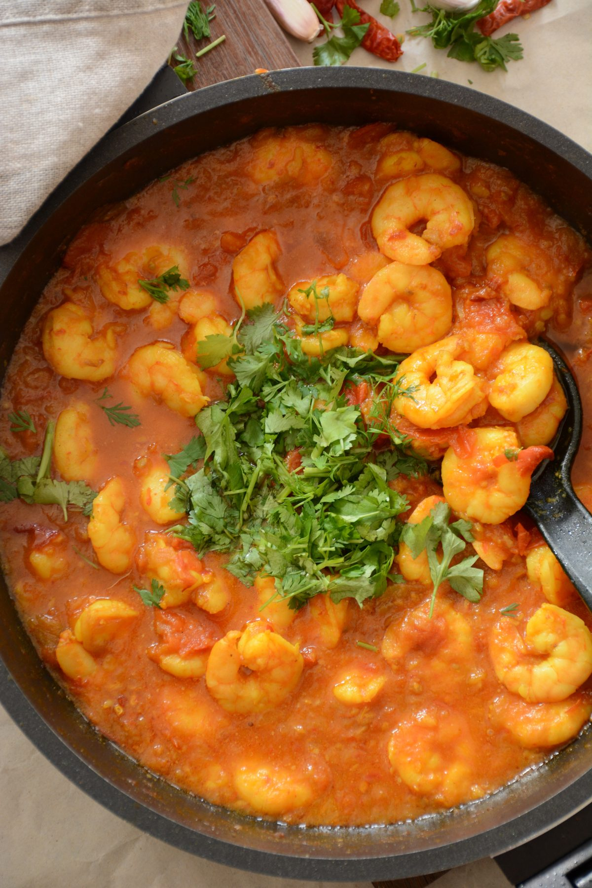 Prawns with Tomatoes - a Burmese style prawn curry with chillies, aromatics and tomatoes - thespiceadventuress.com