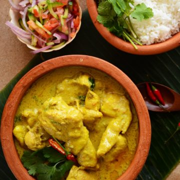 Cambodian (Khmer) Chicken Samla Curry - deliciously creamy, highly aromatic and fragrant chicken curry - thespiceadventuress.com