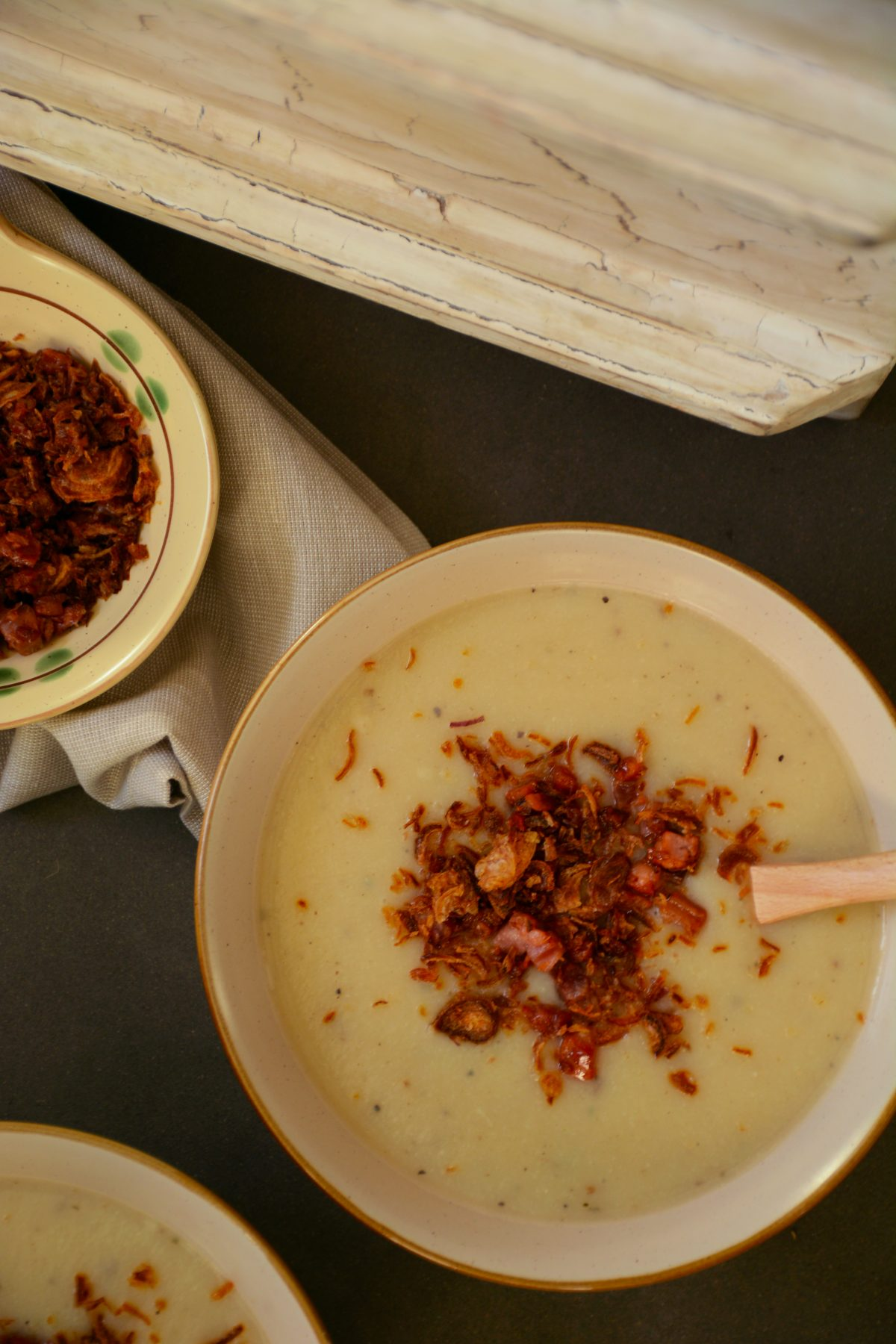 Potato, Cauliflower and Leek Soup with Crispy Bacon and Shallots - Comfort in a bowl - thespiceadventuress.com