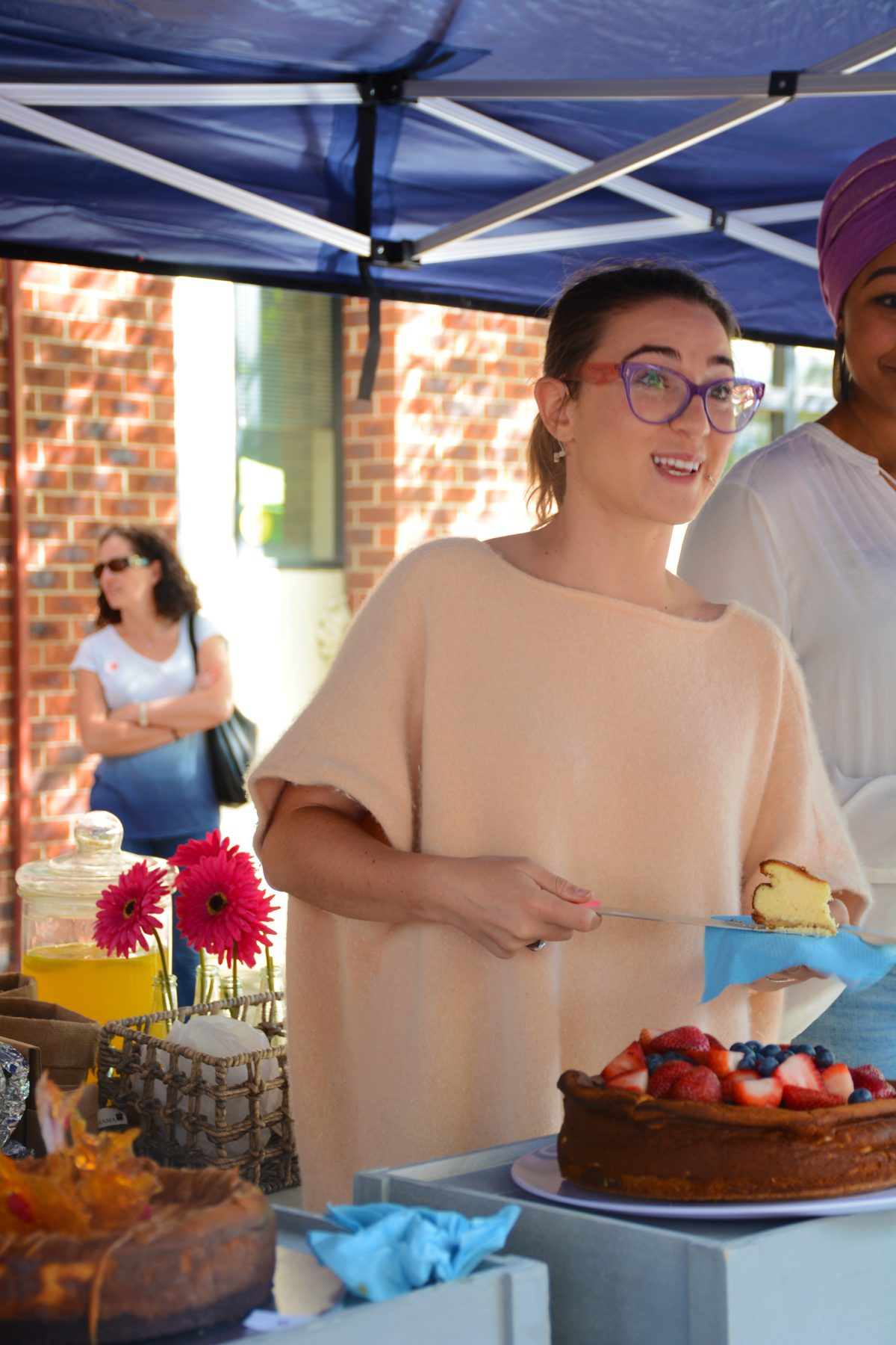 Alice Zaslavsky, popularly known as 'Alice in Frames' (Masterchef fame) judging the cheesecake competition at In One Voice Jewish Festival, 2016 - thespiceadventuress.com