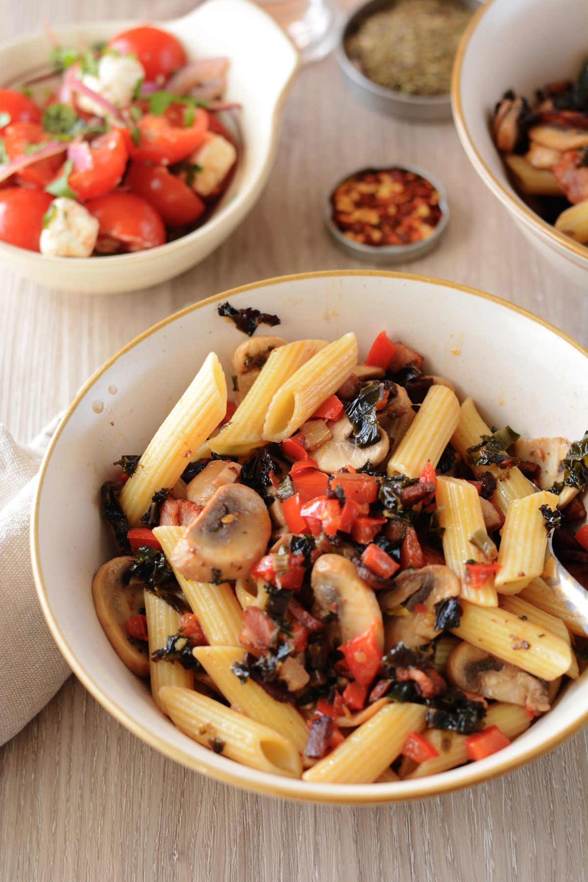 Pasta with Kale, Bacon and Mushrooms - thespiceadventuress.com