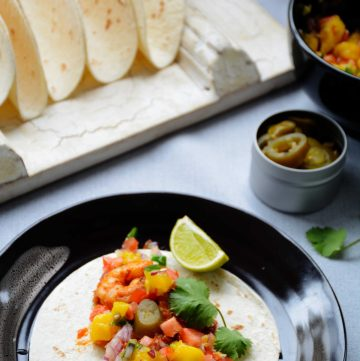 Mexican Prawn Tacos with Mango Salsa - easy and delicious - thespiceadventuress.com