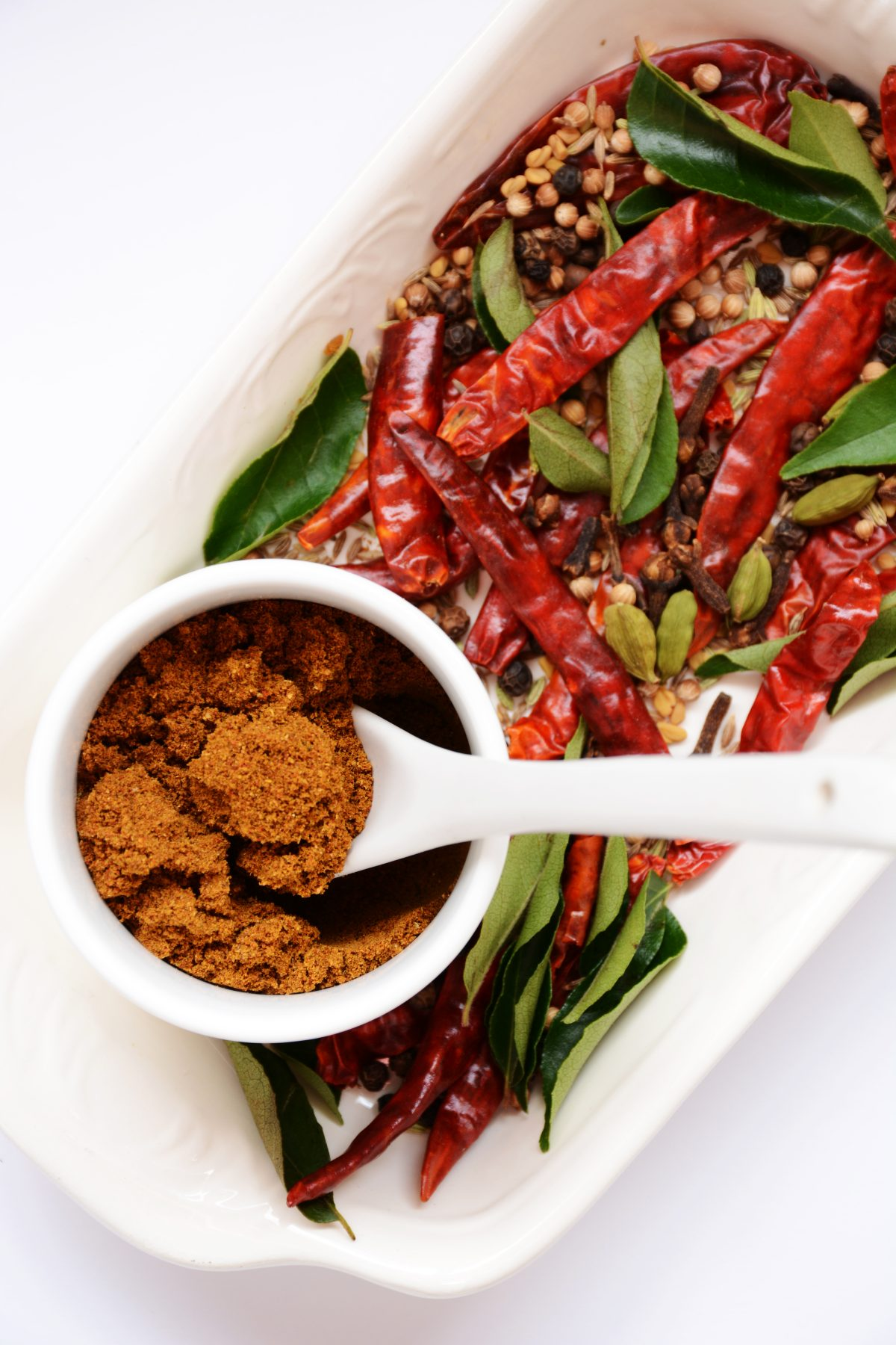 Srilankan roasted curry powder - thespiceadventuress.com