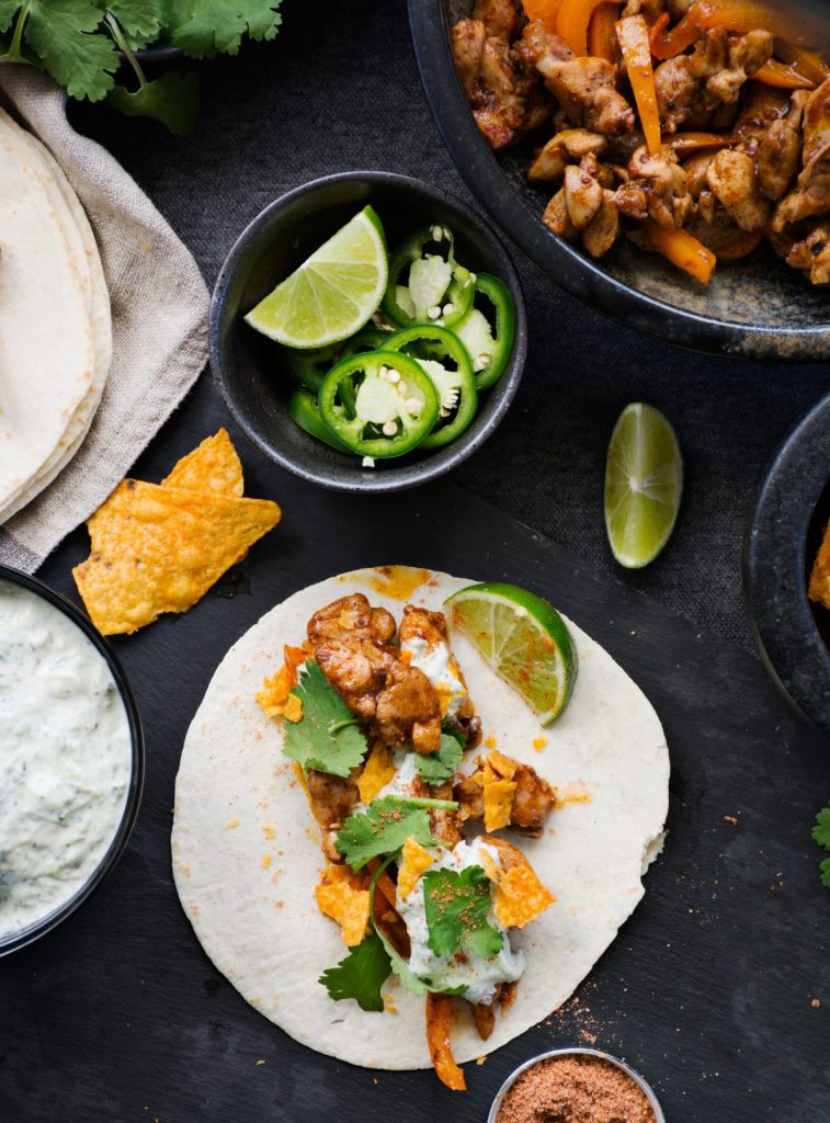 Chicken Fajita Tacos with Minty Cucumber Yoghurt - simple, easy to make and feeds a crowd - thespiceadventuress.com