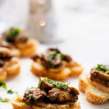 Mushroom & Sundried Tomato Hummus Toasties - a delightful vegetarian canape for the festive season - thespiceadventuress.com