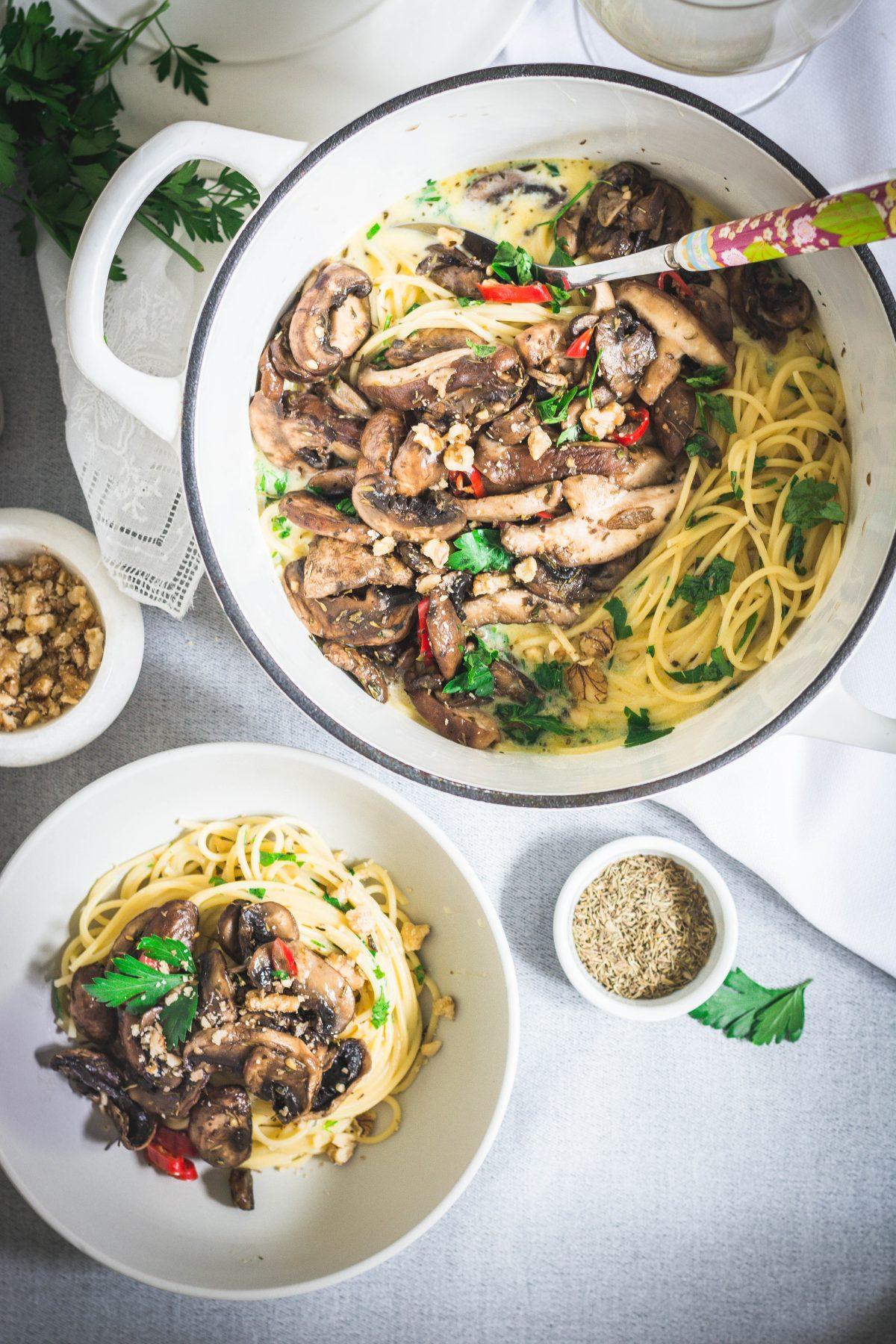 Spaghetti, Mascarpone Sauce, Mushrooms - thespiceadventuress.com