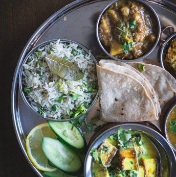 Chaman Qaliya/Kaliya (Kashmiri style Paneer Curry) - thespiceadventuress.com